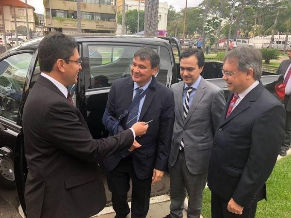 W. Dias entrega veículos para ações de fiscalização contra grilagem