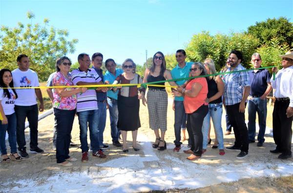 Prefeita Neta Santos e autoridades inauguram calçamento na comunidade Piranhas, em Angical do Piauí