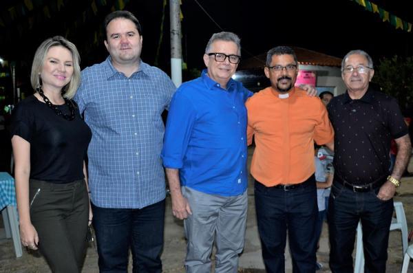 Prefeito de Barro Duro, Dr. Deusdete Lopes, recebe autoridades no festejo de São João Batista