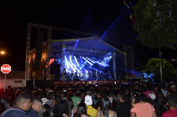 Festejo: Show com Gabriel Diniz lota praça central de São Pedro do Piauí; veja imagens