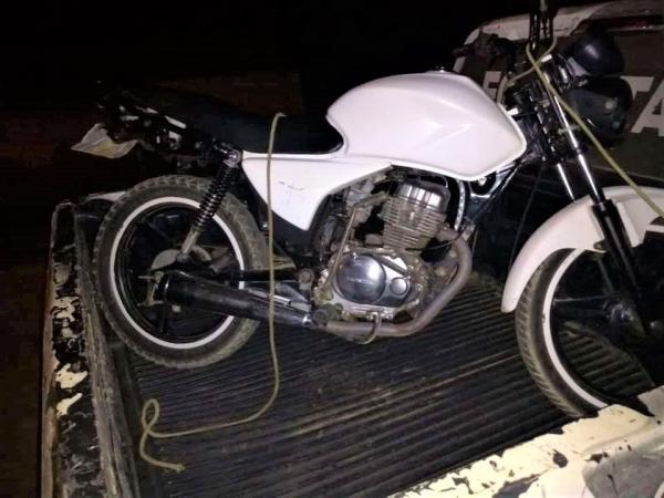 Dois homens são presos com moto roubada na cidade de Regeneração