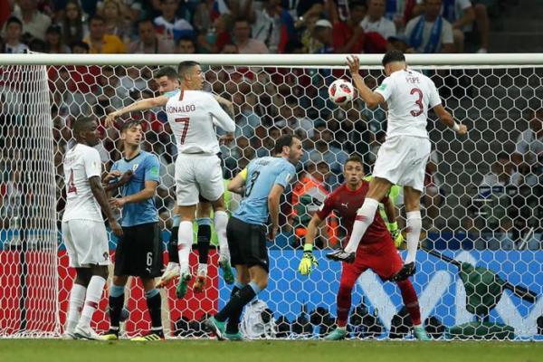Cavani marca duas vezes e Uruguai elimina Portugal de CR7