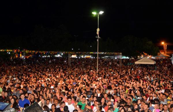 Show com Parangolé, Taty Girl e Danilo Pegada reúne multidão e marca aniversário de Água Branca; imagens