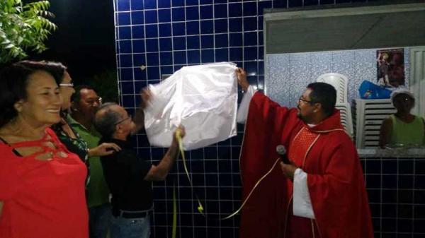 Prefeito de Barro Duro presenteia paróquia de São João Batista com construção de um quiosque