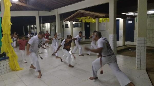 Projeto social leva capoeira a dezenas de jovens em bairro de Regeneração
