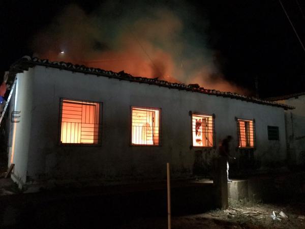 Incêndio destrói almoxarifado de prefeitura de cidade do Piauí