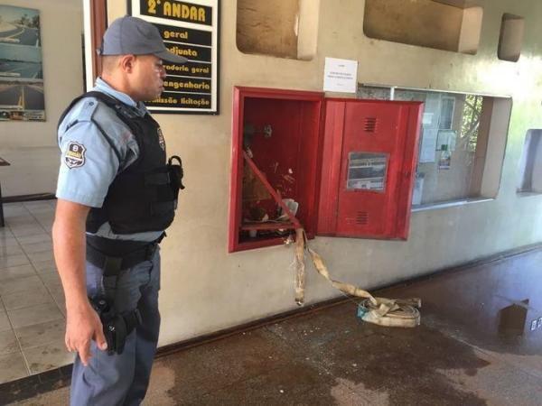 Princípio de incêndio atinge prédio do DER-PI em Teresina