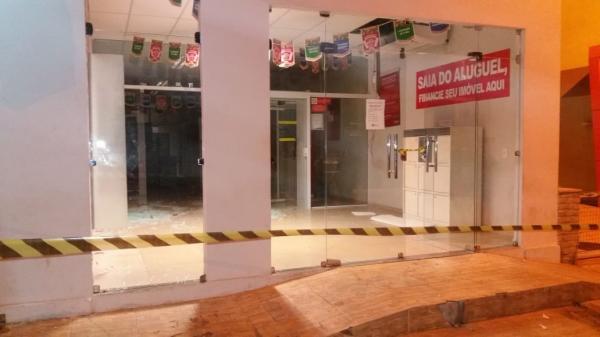 Bando fortemente armado explode cofre da agência do Bradesco na cidade de Altos