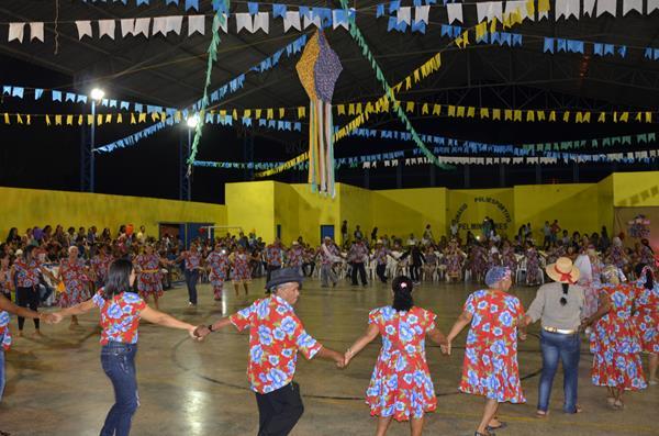 Assistência Social de São Gonçalo promove arraiá para idosos e jovens do Serviço de Convivência; imagens e vídeo