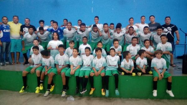 Prefeitura entrega 60 kits esportivos para o Centro de Treinamento Aguabranquense
