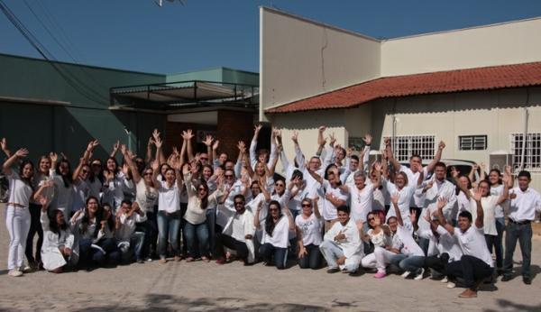Abraço simbólico de funcionários marca os 56 anos do Hospital R. Chagas Rodrigues