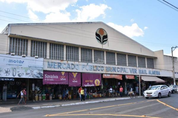 Mercado Público Central de Floriano recebe ações de organização e limpeza