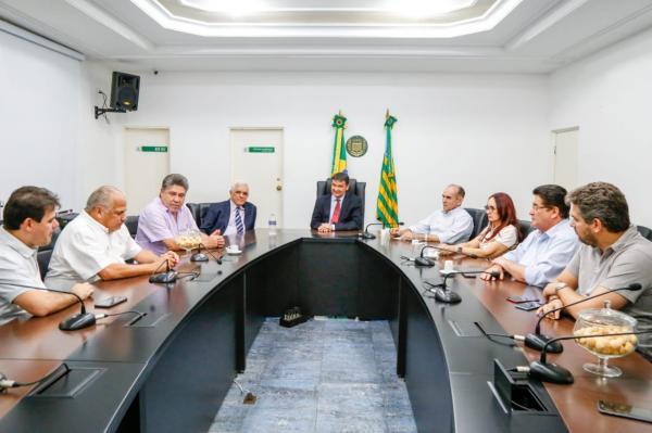 Regina Sousa será a vice de Wellington Dias, diz governador em reunião a portas fechadas no Karnak
