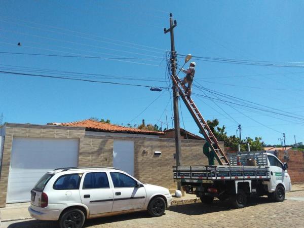 Serviços de atenção à iluminação pública percorrem bairros da cidade