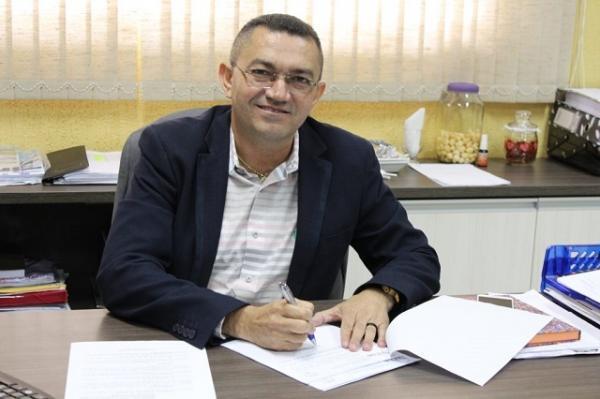 Após infartar, padre Walmir, prefeito de Picos, segue internado sem previsão de alta