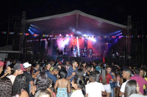Show com Romim Mata e Ítalo Campelo marca encerramento do festejo da comunidade Baixinha, zona rural de São Gonçalo; imagens
