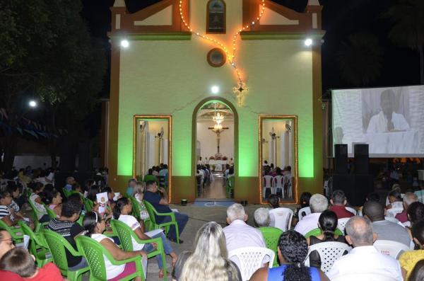Centenas de fiéis participam de Missa durante festejo de Demerval Lobão em noite das autoridades; imagens