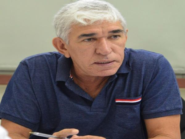 Juíza julga improcedentes duas ações contra prefeito Luiz Menezes