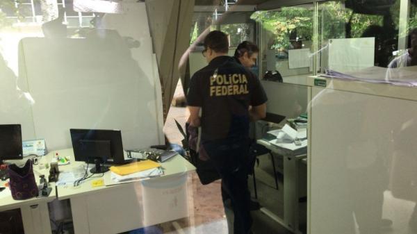 Polícia Federal cumpre mandados na Seduc, Zona Sul de Teresina. (Foto: Felipe Pereira/TV Clube)