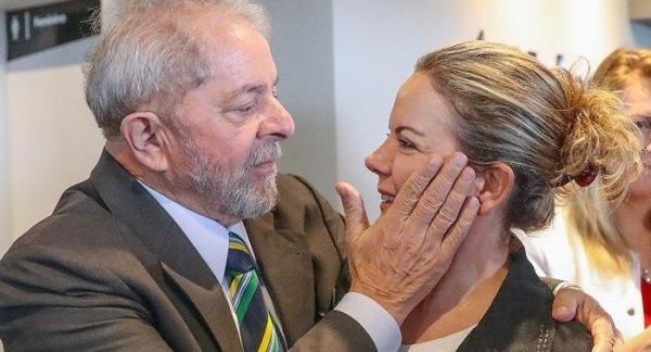 Gleisi afirma que Manuela e Ciro estão entre opções de vice do PT