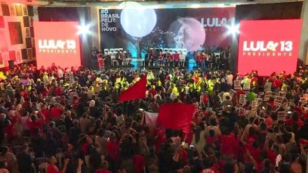 Após ser confirmado candidato, Lula fala de 'cartas marcadas'