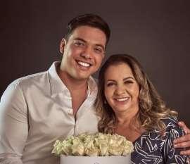 Mãe de Safadão pede ajuda para enfrentar Mileide na TV