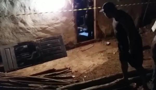 Dois homens são executados a tiros dentro de residência em Teresina