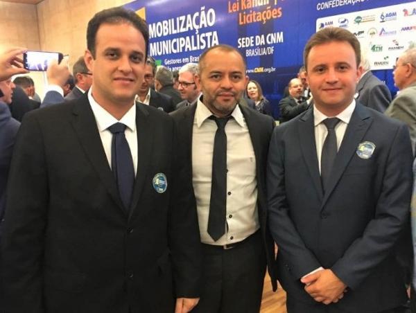 Prefeitos filiados a AMPAR concluem participação em mobilização municipalista em Brasília