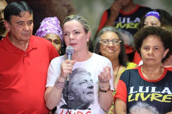 Gleisi Hoffman defende candidatura de Lula em visita a Teresina