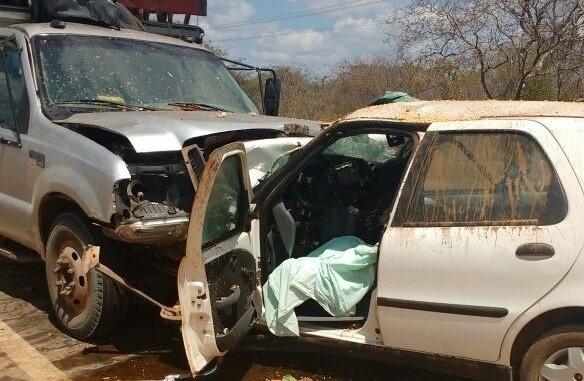 Colisão frontal de veículos deixa homem morto na BR-316, próximo a Elesbão Veloso