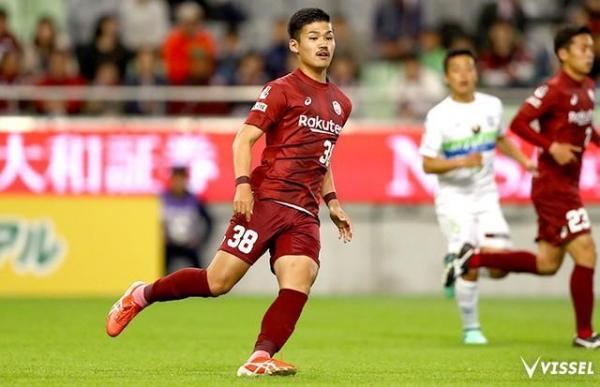 Palmeiras contrata japonês de 18 anos que defende clube de Iniesta