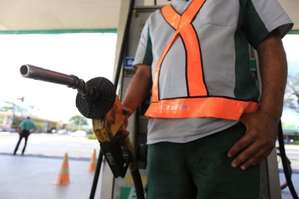 Petrobras anuncia aumento de 1,50% no preço da gasolina