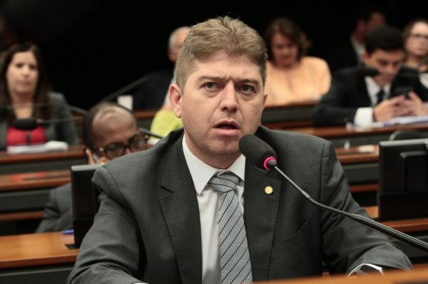 Deputado federal Rodrigo Martins desiste de ser candidato à reeleição