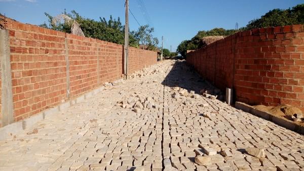 Rua da Banda Só recebe Pavimentação em Pitombeira zona rural de Agricolândia