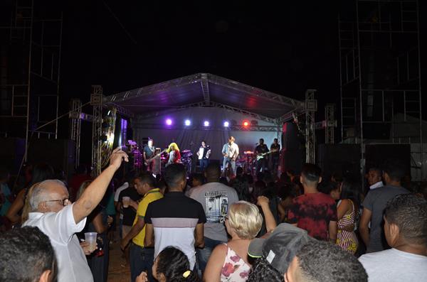 Festejo | Show com Xenhenhém, Forró Dengoso e Pisada.com em mais uma noite do festejo de Miguel Leão; veja imagens