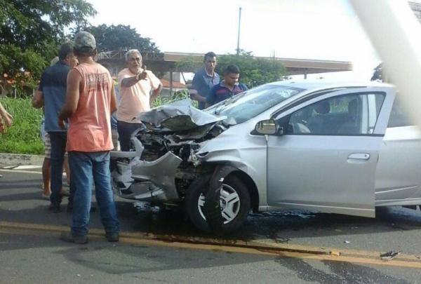 Acidente entre dois carros na BR 316 por pouco não teve proporções graves na Estaca Zero