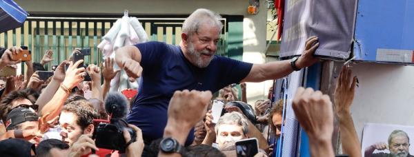 TSE deve decidir hoje se Lula pode aparecer no programa do PT
