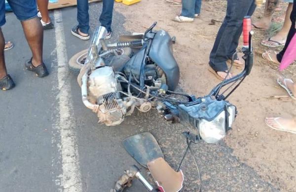 Grave acidente envolvendo três motocicletas deixa vítima com fratura exposta em Água Branca