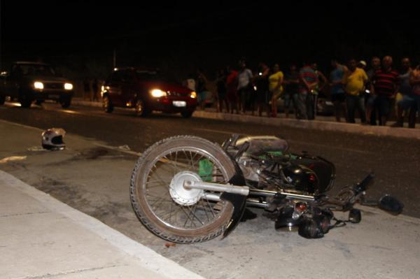 Jovem com tornozeleira eletrônica é executado e pai é baleado em Teresina