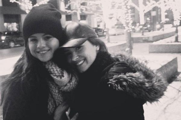 Selena Gomez fala sobre overdose de Demi Lovato pela primeira vez