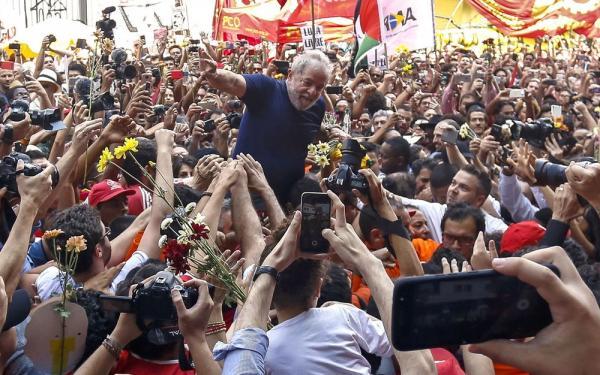 Defesa pede ao STF para suspender inelegibilidade de Lula