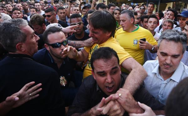 Jair Bolsonaro passa por cirurgia na Santa Casa de Misericórdia