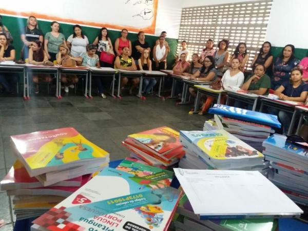 Educação de Água Branca escolhe livros didáticos para triênio 2019-2021