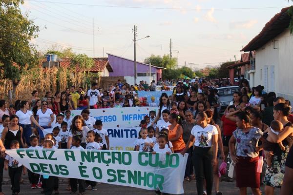 Desfile cívico em Passagem Franca do Piauí