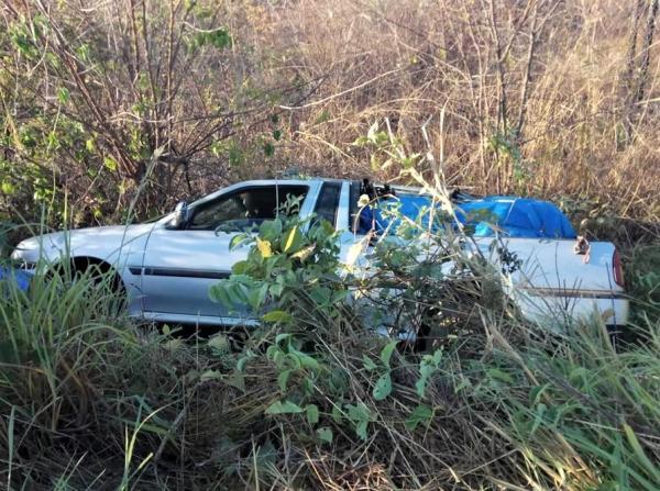 Casal de vendedor sofre acidente na rodovia PI-225 a caminho de Santa Cruz dos Milagres