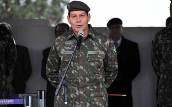 Mourão aciona Justiça para substituir Bolsonaro em debates