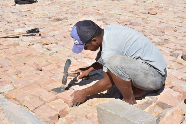 Floriano | Bairro Cajueiro II recebe implantação de pavimentação poliédrica