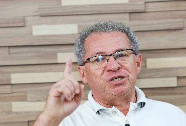 """""""Quem não abraçar o Lula vai sofrer muito"""" , diz Assis Carvalho"""
