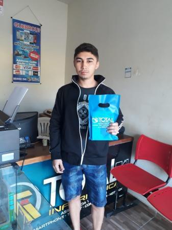 Cliente Francisco Kairan ganha um carregador solar no sorteio realizado em 11 de setembro na Total Informática