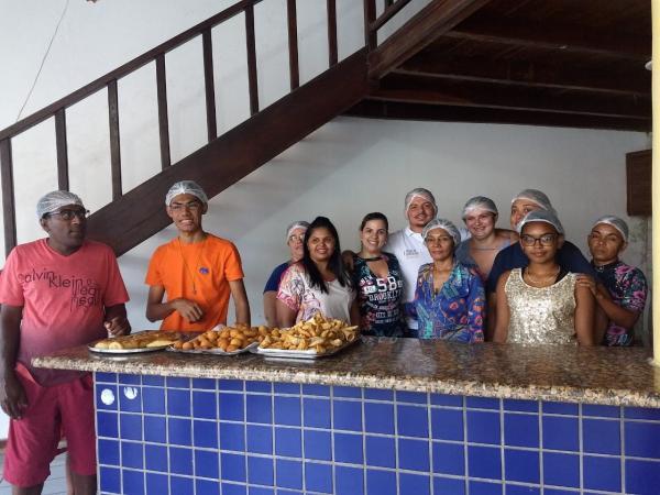 Secretaria de Assistência Social conclui curso de produção de salgados